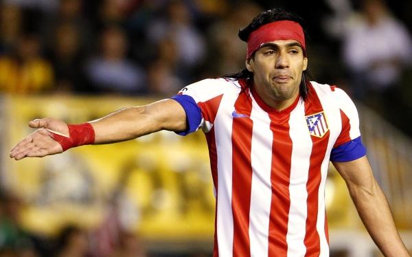 Atlético de Madrid perdió 2-0 ante Valencia y cedió la punta al Barcelona