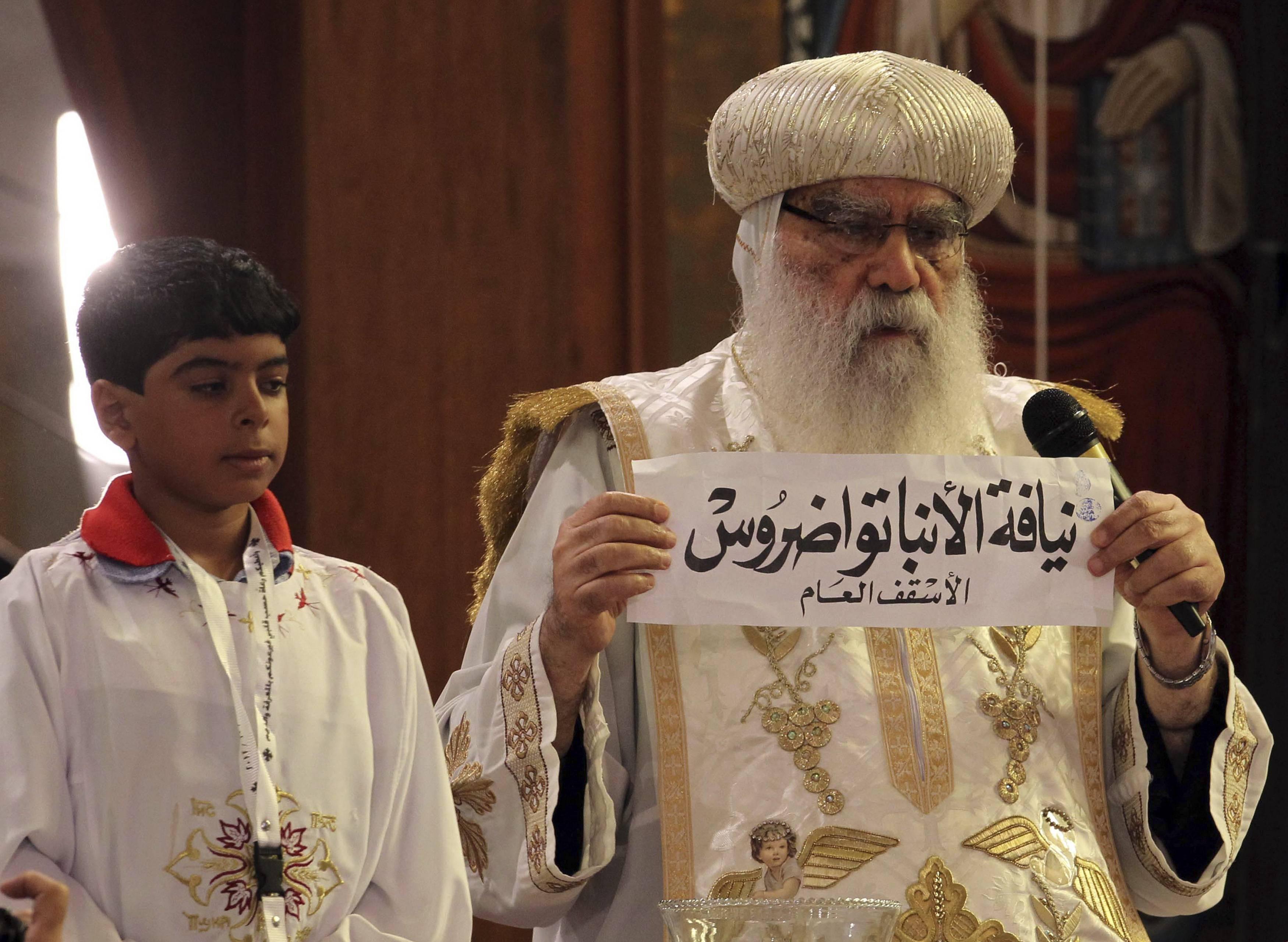 Egipto: un niño con los ojos vendados eligió al nuevo Papa copto