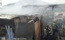 Incendio en Ate: cuatro buses fueron consumidos por el fuego en almacén - Noticias de lewis mejia