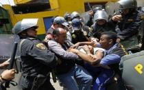 Violencia en La Parada: hay 141 detenidos hasta el momento - Noticias de percy huamancaja