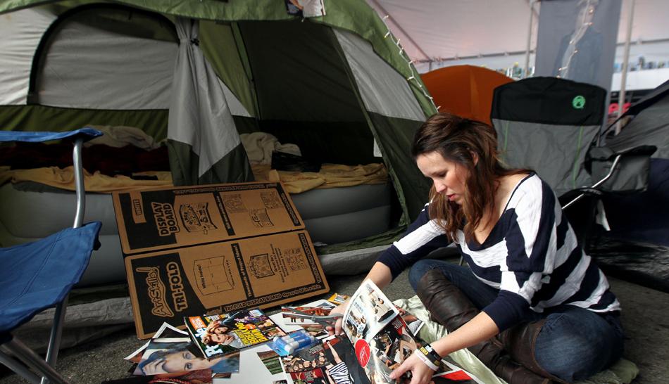 """FOTOS: miles de fanáticos acampan en Los Ángeles para ver el final de """"Crepúsculo"""""""