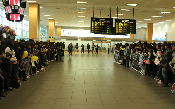 Big Bang llegó a Lima y sus fans causaron alboroto en el aeropuerto