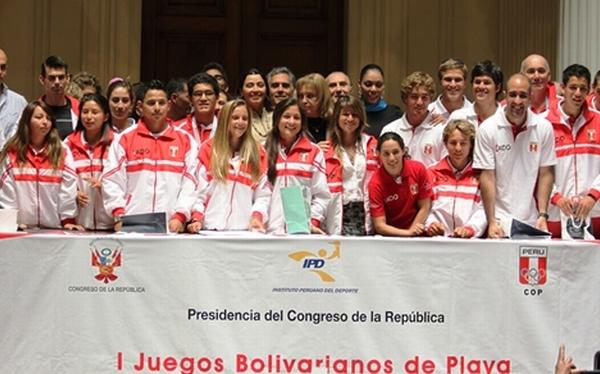 Peruanos ganadores de los Juegos Bolivarianos de Playa 2012 fueron condecorados por el Congreso