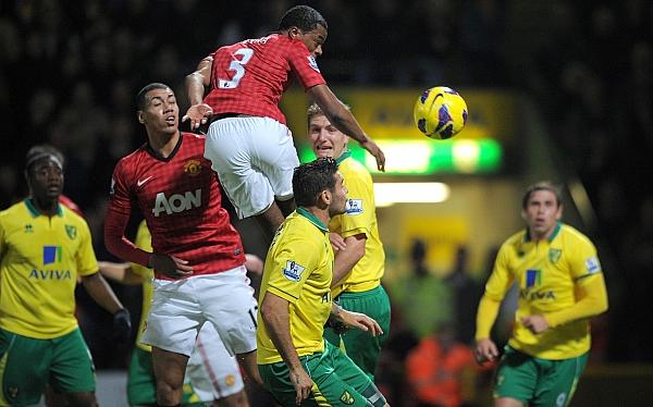 Manchester United perdió 1-0 ante Norwich y cedió el liderato al City
