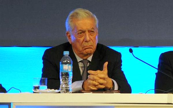 Vargas Llosa recibió duras críticas por opinar sobre salud de Fujimori