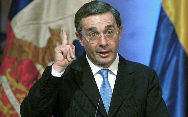 """Álvaro Uribe: """"Para que un país aproveche los TLC debe de invertir"""""""