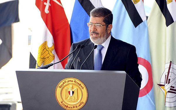 Presidente de Egipto fortaleció sus poderes y miles salieron a protestar
