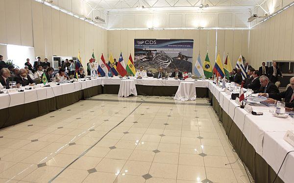 Ministros de Defensa de la Unasur debaten hoy mecanismos para generar confianza y seguridad