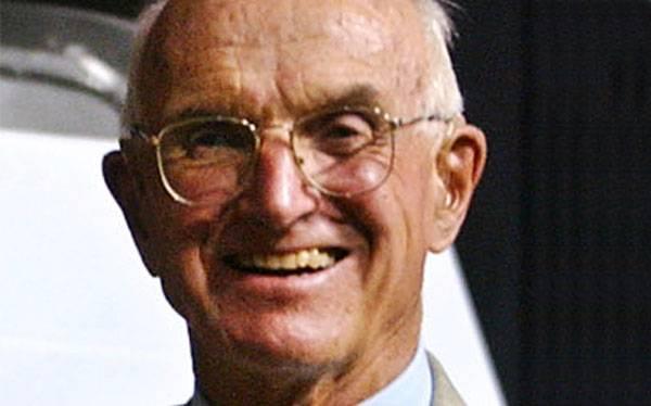 Murió Joseph Murray, el premio Nobel que hizo el primer trasplante exitoso de la historia