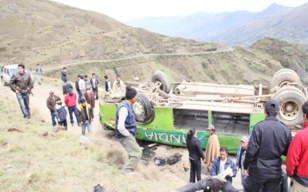 La Libertad: caída de ómnibus a abismo dejó al menos ocho muertos