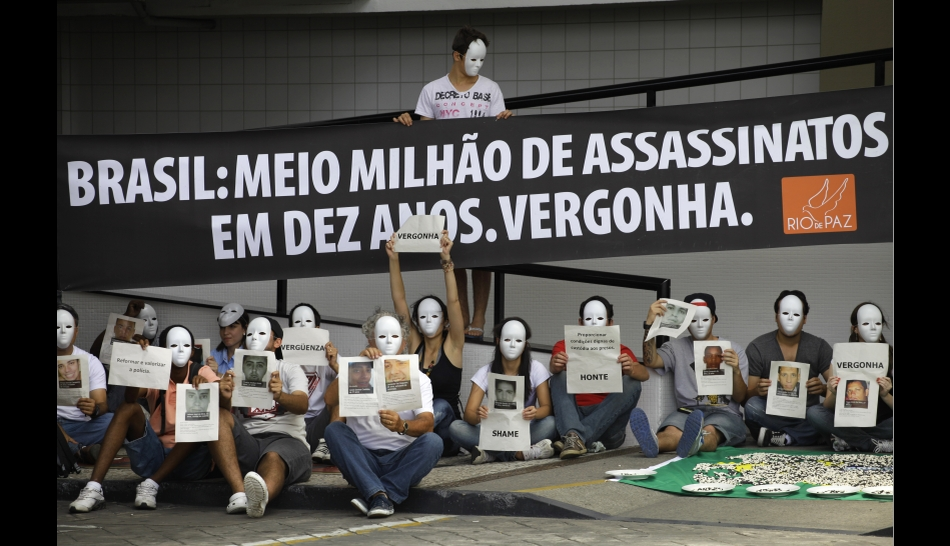 FOTOS: sorteo de la Copa Confederaciones 2013 destacó por las celebridades del fútbol y las protestas