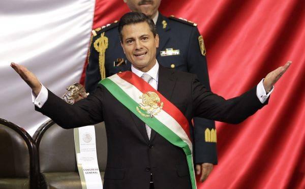 El Primer Acto Oficial Del Presidente De México Fue Premiar A Un