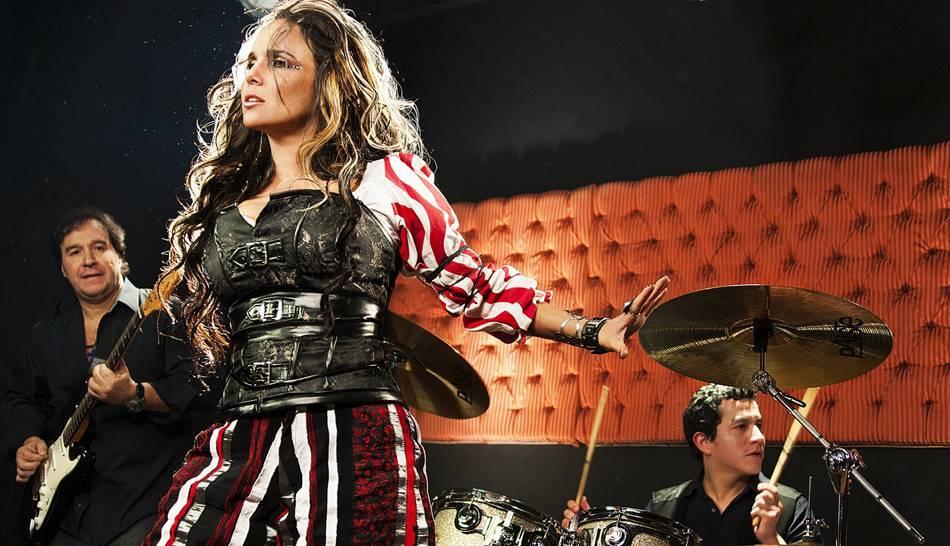 FOTOS: Érika Villalobos regresa a la música con un estilo desenfadado