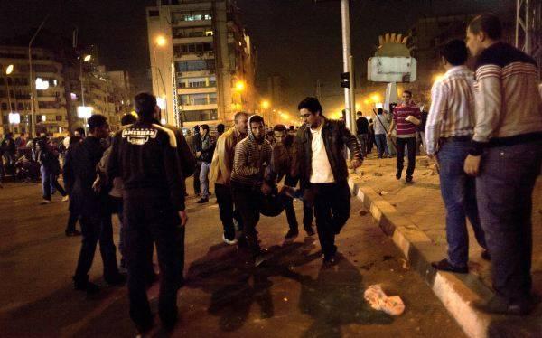 Egipto: 3 muertos y 211 heridos en los enfrentamientos frente al palacio presidencial