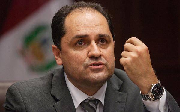 Ministro Villena sí agredió físicamente a trabajadora, según informe médico