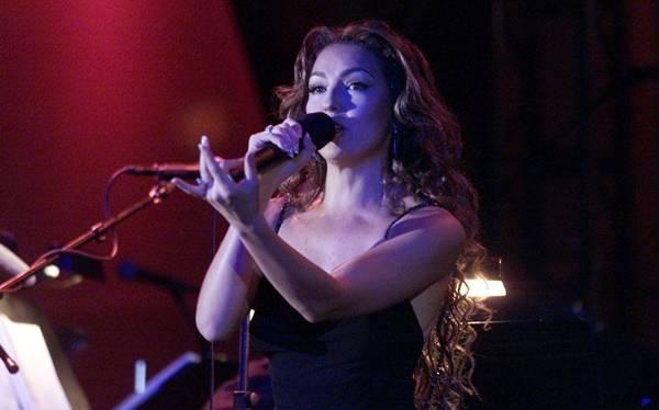 Thalía afirma que uno de sus proyectos en 2013 es cantar en portugués
