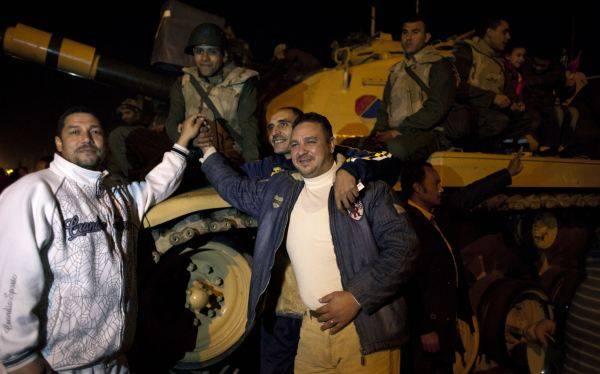 Egipto: militares se pronuncian y lanzan advertencia al presidente