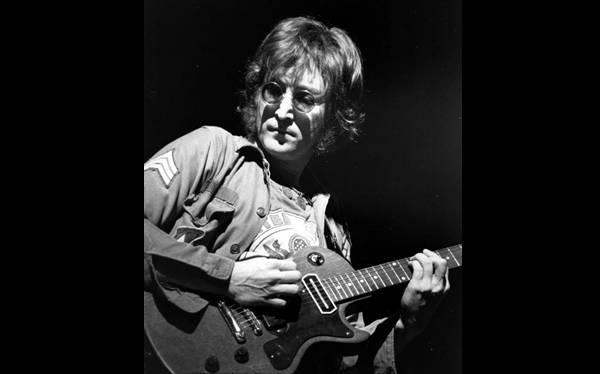 Venden disco que John Lennon autografió a su asesino