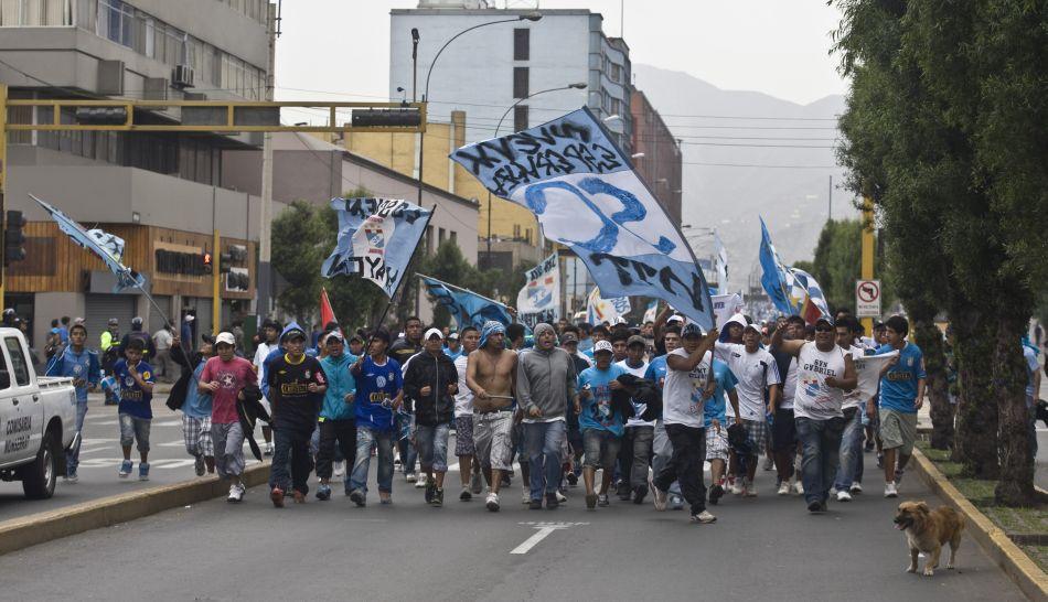 FOTOS: vándalos se hicieron pasar por hinchas para robar y saquear tiendas en avenida Tacna