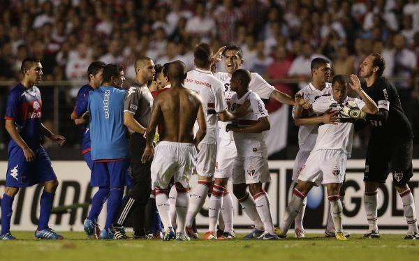 Sao Paulo se consagró campeón de la Copa Sudamericana en un partido cargado de incidentes