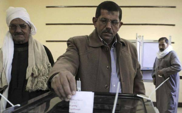 """Egipto: el """"sí"""" gana en primera parte del referéndum constitucional"""