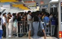 Limeños culpan a concesionarios por alza de pasajes del Metropolitano - Noticias de luis quispe candia