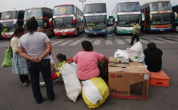 Malestar en terminal de Yerbateros: pasajes se duplican por Navidad