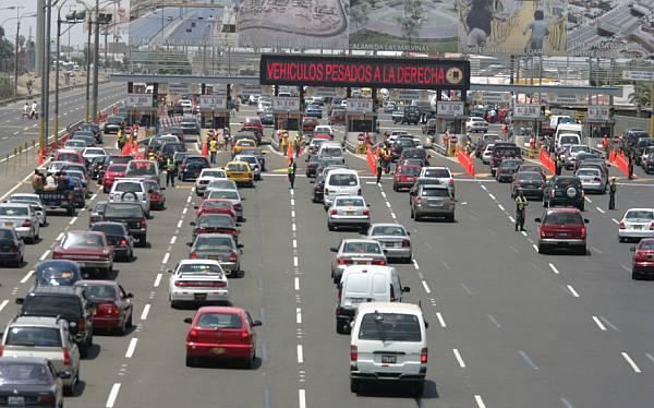 Más de 140 mil vehículos saldrán de Lima por feriado largo de Navidad