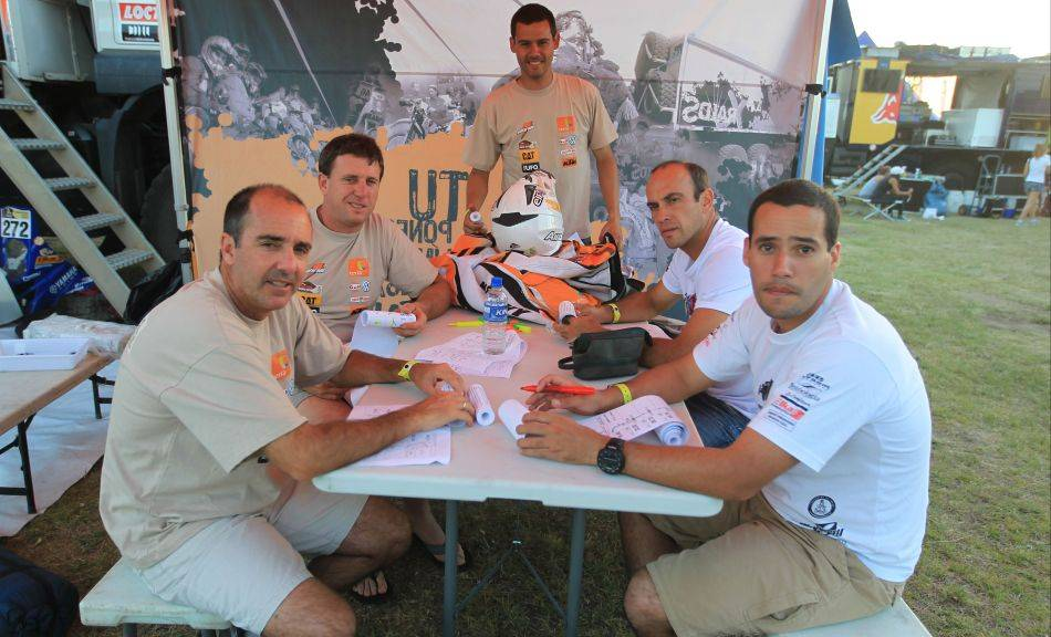 FOTOS: así fueron los campamentos de los pilotos peruanos en el Dakar 2012