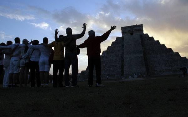 México: fin de era maya atrajo 160.000 personas a sitios de rituales