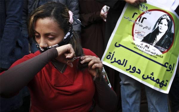 Polémica Constitución egipcia fue aprobada con 63% de los votos