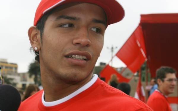 Reimond Manco no sabe aún si el 2013 volverá a jugar en el Perú