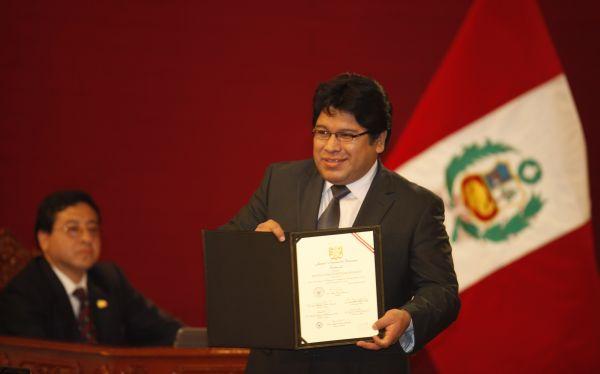 Congreso admitió levantar la inmunidad parlamentaria de Rennán Espinoza