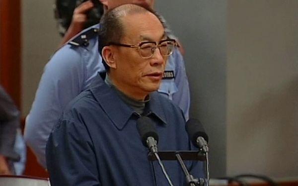 China: ex ministro fue condenado a pena de muerte en suspenso