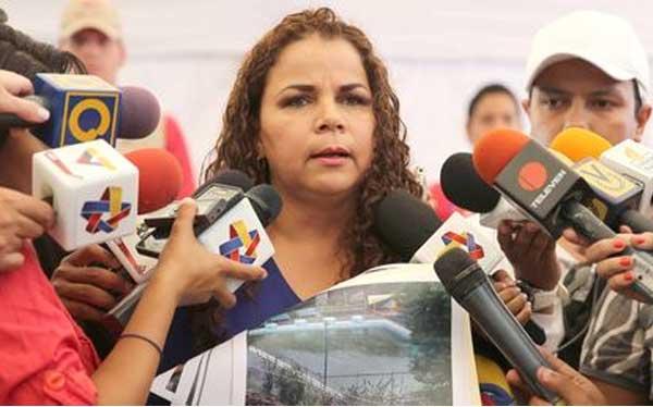 Ministra de Venezuela pide a sus compatriotas cerrar sus cuentas de Facebook