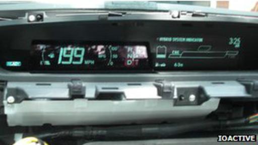 En el tablero del carro se pueden modificar los índices de combustible o velocidad.