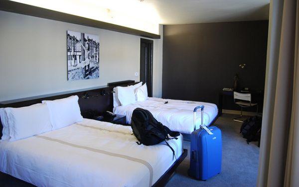 ¿Compartirías una habitación de hotel con un desconocido?