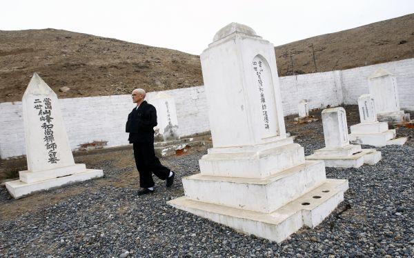 Cerca del templo se encuentra el cementerio que guarda las osamentas de los primeros migrantes desde 1899. Una comisión de la memoria japonesa lo reconstruyó en 1952. (Paul Vallejos)