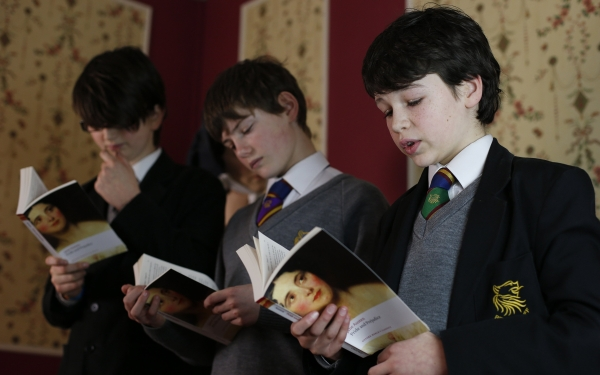 Reino Unido: padres prefieren que sus niños estudien en escuela pública