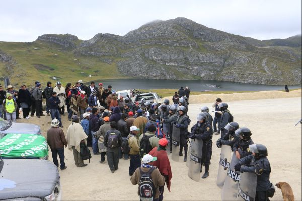 La policía detiene a cuatro ronderos durante paro antiminero en Cajamarca