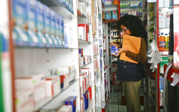 EsSalud comprará medicinas en el extranjero si importadores no rebajan precios