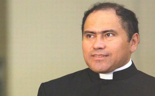 Ex obispo Guillermo Abanto reconoció ser padre de una niña