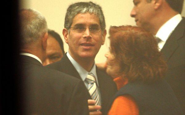 Óscar López Meneses mantiene vigentes sus contactos en las Fuerzas Armadas