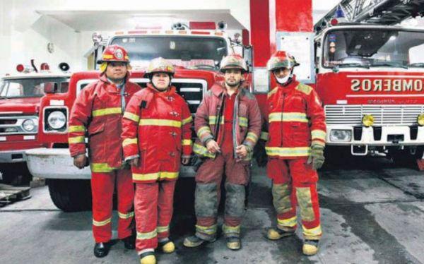 Los bomberos en todo el Perú trabajan en situaciones lamentables
