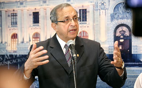 "Daniel Mora defendió reforma universitaria: ""No vulnera para nada a la autonomía"""