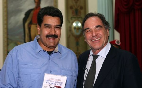 El cineasta le regaló a Nicolás Maduro una copia de su documental