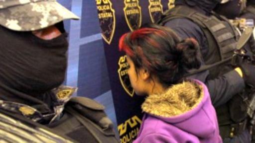 Los Zetas han reclutado a miles de adolescentes como esta jovencita detenida en Jalisco